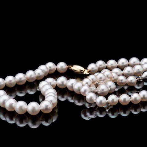 Heidi Kjeldsen Attractive Akoya Pearl Necklace with an 18ct Yellow Gold Clasp C