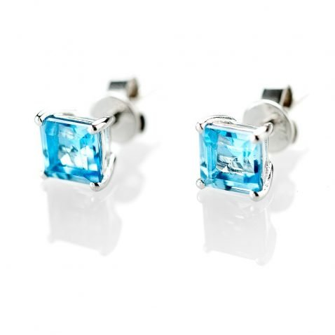 Heidi Kjeldsen Stunning Blue Topaz Square Earstuds in 9ct White GoldER1705