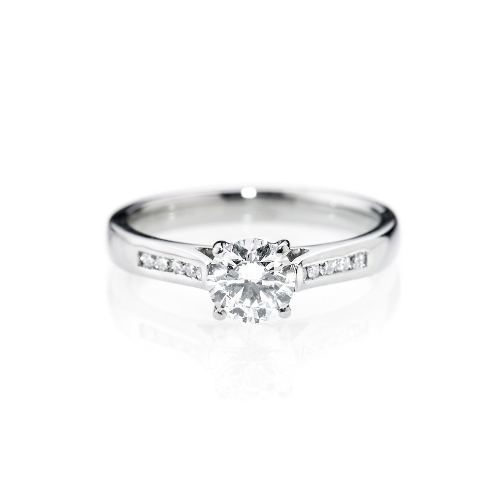 Timeless And Elegant Brilliant Cut Natural Diamond And Gold Engagement Ring