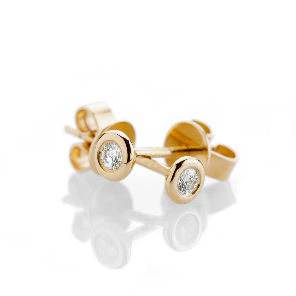 Scintillating Brilliant Cut Natural Diamond And Gold Earrings