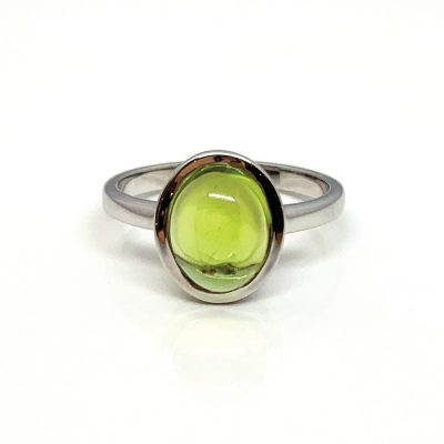 Peridot oval cabochon and 9ct white gold ring - sunlight collection - Heidi Kjeldsen - R1534