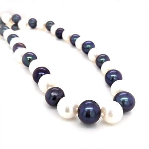 Black and White Cultured Pearl Necklace End View