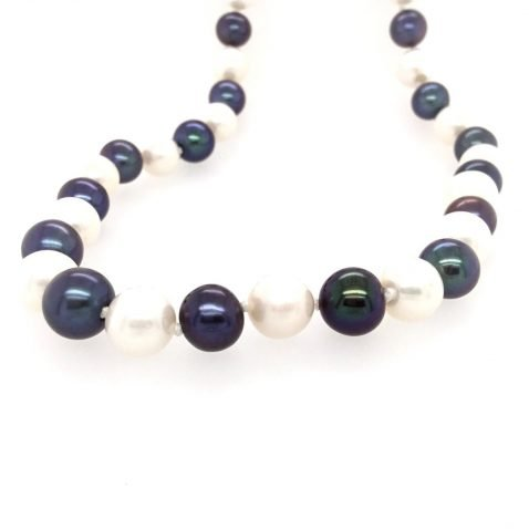 Black and White Cultured Pearl Necklace End View 5